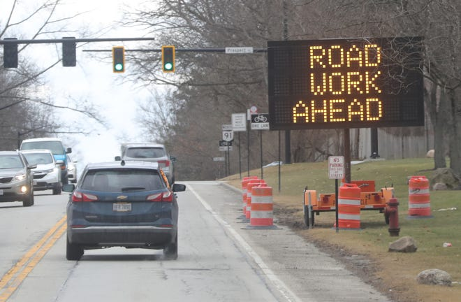 Motorists heading north on Route 91 leaving downtown Hudson are alerted of a construction project near Valley View Road on Monday, March 1, 2021 in Hudson. In her recent State of the City address, Hudson City Manager Jane Howington said road projects continue to be a top priority this year. [Phil Masturzo/ Beacon Journal]