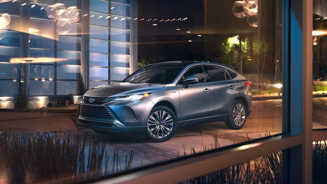 The hybrid combination of the 2021 Toyota Venza delivers 219 horsepower from a 2.5-liter four-cylinder gasoline engine with 88 horsepower and three electric motors, one of which drives the rear wheels.