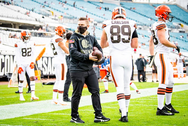 Brownson, serving as tight ends coach, during the Browns' 27-25 win at Jacksonville on November 29, 2020.
