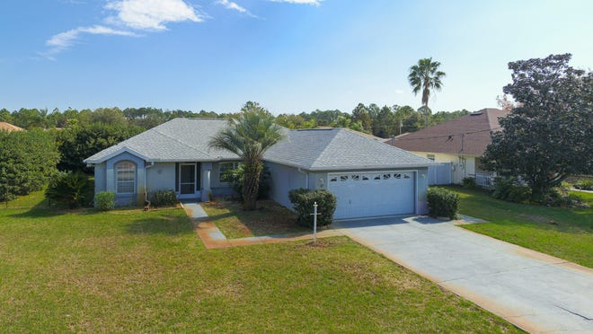 This clean, one-owner home is topped with a new roof and located in a great Palm Coast neighborhood.