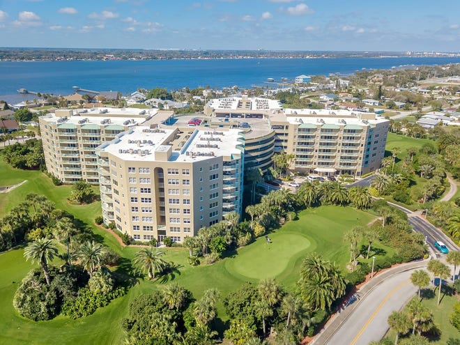 Daytona Beach Shores' Cloverleaf condominiums offers its residents lots of scheduled activities and an extensive list of amenities.