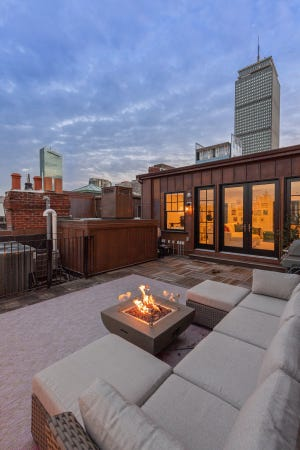 This private deck offers a breathtaking panorama of historic Back Bay rooftops and chimneys and a vista of Cambridge buildings and the MIT dome in the distance. It's a great backdrop for plenty of outdoor barbecues, cocktails and al fresco dining.