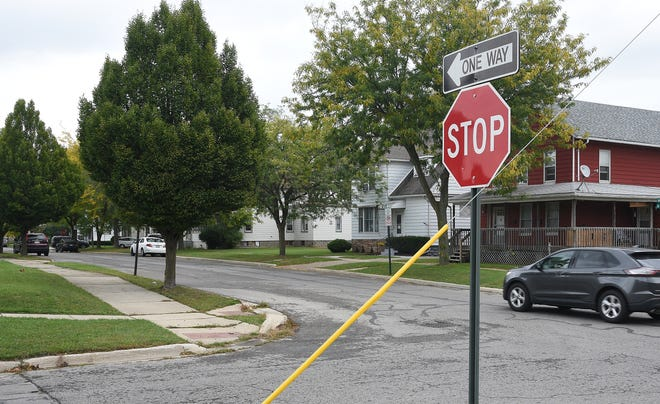 --Monroe News Photos by TOM HAWLEY One-way Cass St. at the intersection of Fourth St. in Monroe. City Council on Monday voted 4-3 to convert Cass and Harrison Sts. to two-way traffic from Fourth St. to First St.
