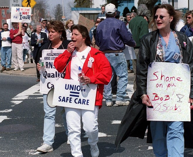 Striking Worcester nurses and supporters block traffic as they picket outside St. Vincent Hospital on Sunday, April 2, 2000.