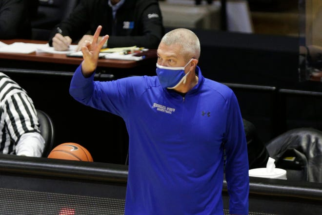 Indiana State announced Monday that it is parting ways withmen's basketball coach Greg Lansing.