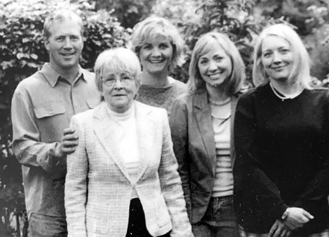 Carol Rainey Lindeen of Madison died Feb. 24. In this photograph, she's surrounded by her children, Chris Lindeen (left), Megan Lindeen, Hillary Benson and Laurie Lindeen.