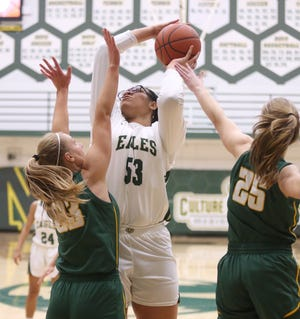 GlenOak's Jordan Weir (53) takes a shot while being guarded by Medina's Shannon Wojciak (23) and Alysen Dwyer (25) during Tuesday's game.