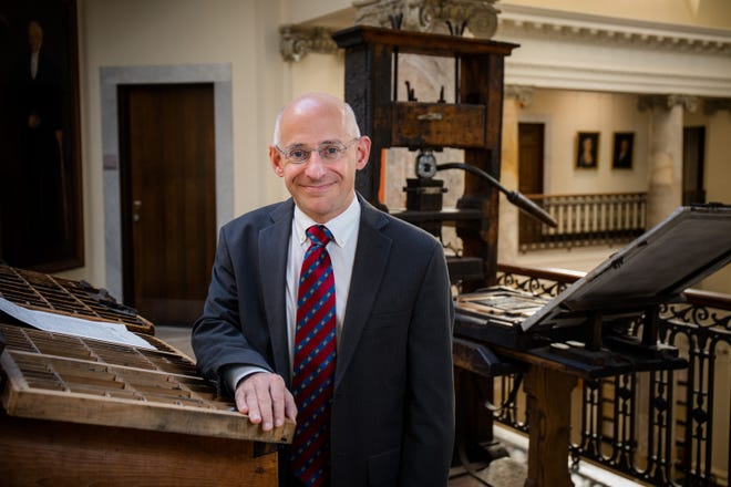 Scott E. Casper became the eighth president of the American Antiquarian Society Dec. 1, succeeding Ellen S. Dunlap, who led the institution for 28 years.