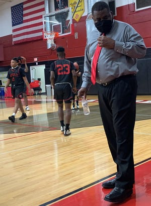 Santa Fe High boys basketball coach Elliott Harris has the Raiders in their first state semifinal since 2002.