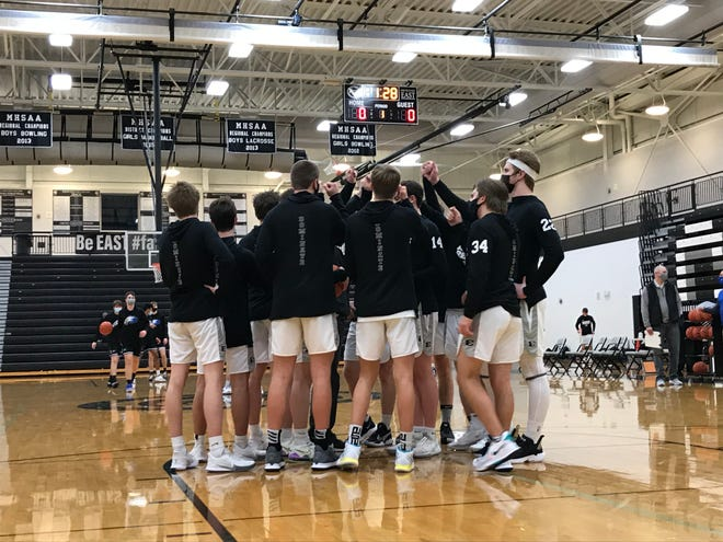 South Lyon East boys basketball has won six-of-seven games in Lakes Valley Conference play in 2021.