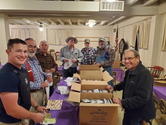 S.B. Mosser Masonic Lodge #912 prepared teething kits as part of the Fantastic Teeth project for area elementary students.