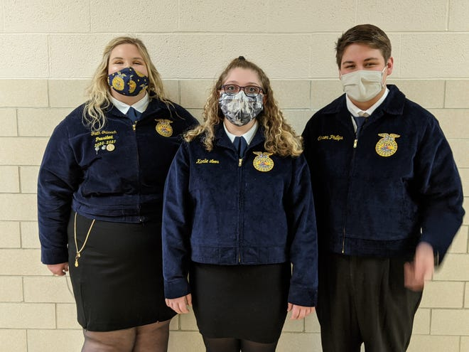 Pictured, l to r, are Faith Galavich, Karlie Loose, and Carson Phillips.