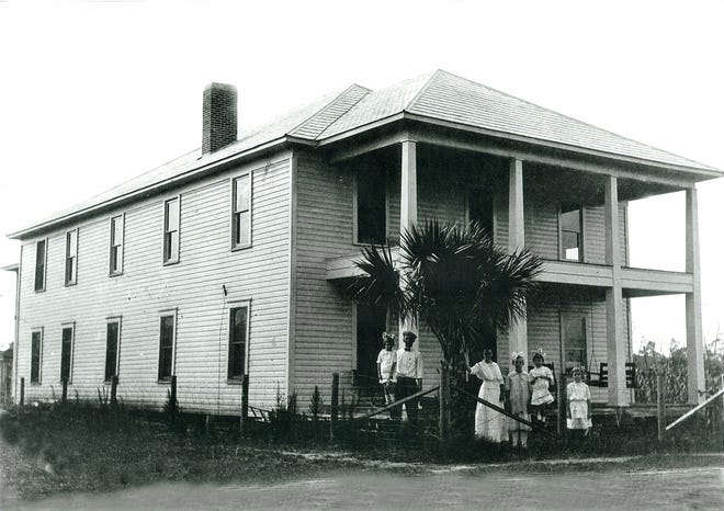 In 1915, the Dixie Highway was built through Espanola, and by then Espanola had this hotel, along with a post office, cafe, rooming house, barbershop, dry goods store, school and mail route.