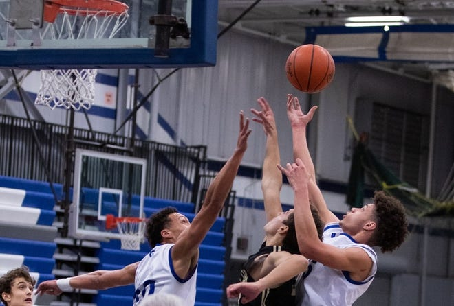 Gibraltar Carlson's Joe Calus (right) grabs a rebound during a game last season. Calus and Jake Slezinger scored 10 points each to lead the Marauders to a 46-35 win over Dearborn Edsel Ford Wednesday.