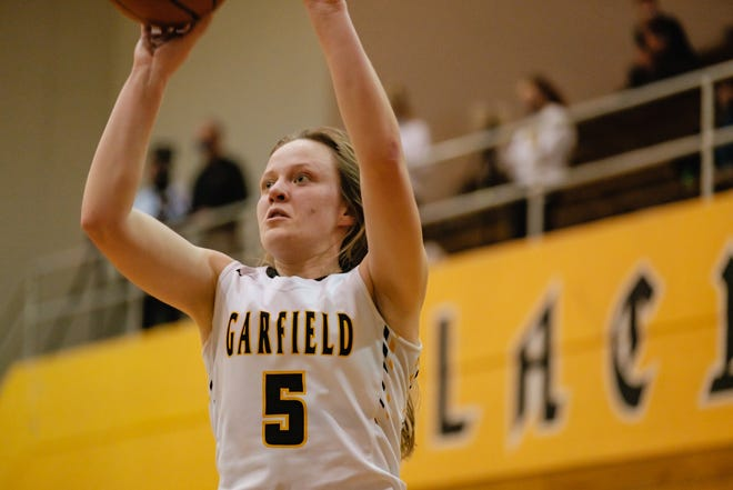 Garfield's Grace Mills looks to sink two points during Wednesday's regional semifinal contest.