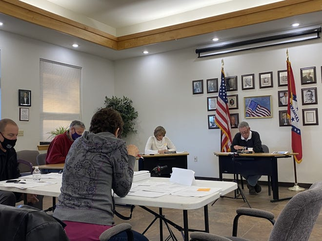 The Booneville City Council voted to move forward with its plan to use solar power at its Feb. 22 meeting.