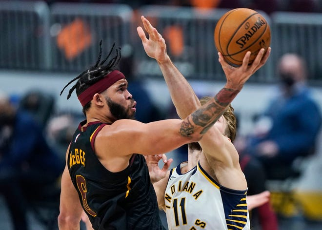 Cavaliers center JaVale McGee, left, who was a valuable veteran mentor to his young teammates, was traded to the Denver Nuggets for another young player, center Isaiah Hartenstein. [USA TODAY Network]