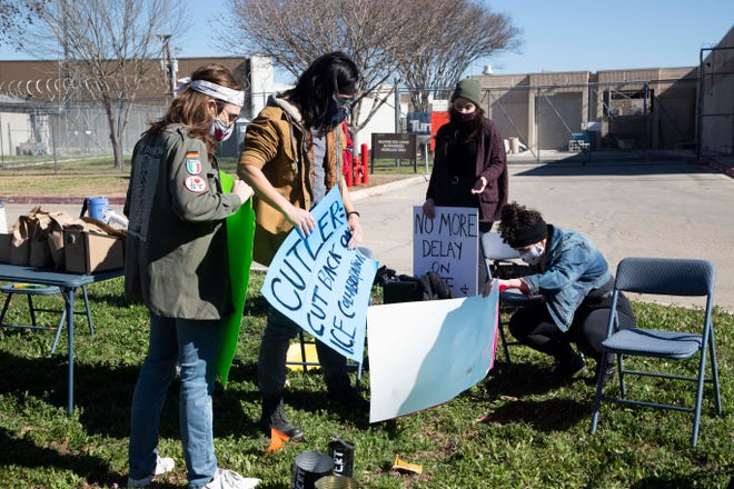 Hays County residents gather outside the jail March 2 to call on federal immigration authorities to drop a detainer request to keep 23-year-old Kyle resident Ever Mendoza in custody.