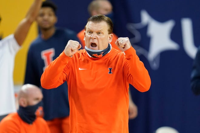 Illinois head coach Brad Underwood reacts to a play against Michigan in the second half in Ann Arbor, Mich., Tuesday. (AP Photo/Paul Sancya)