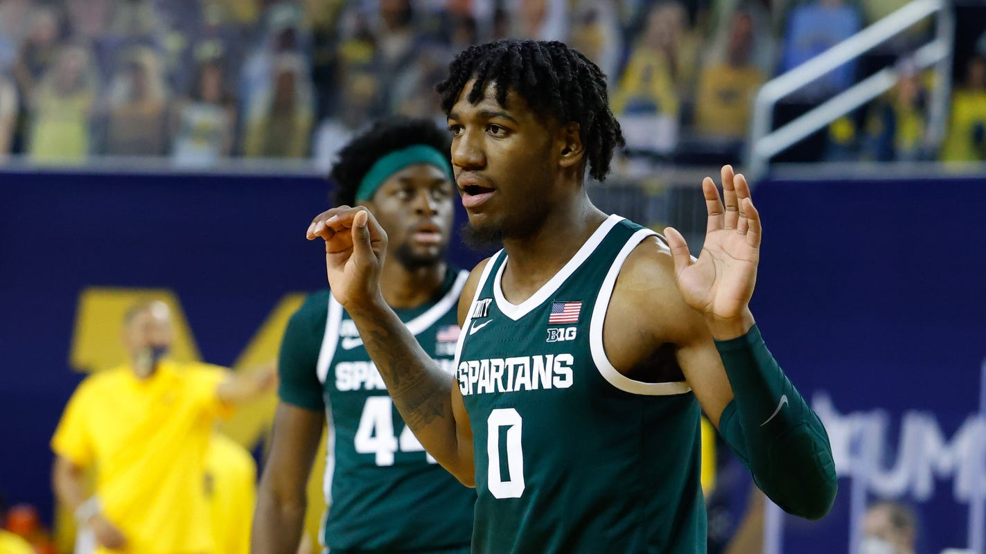 Michigan State's Aaron Henry dunks all over Michigan's Isaiah Livers with authority - Detroit Free Press