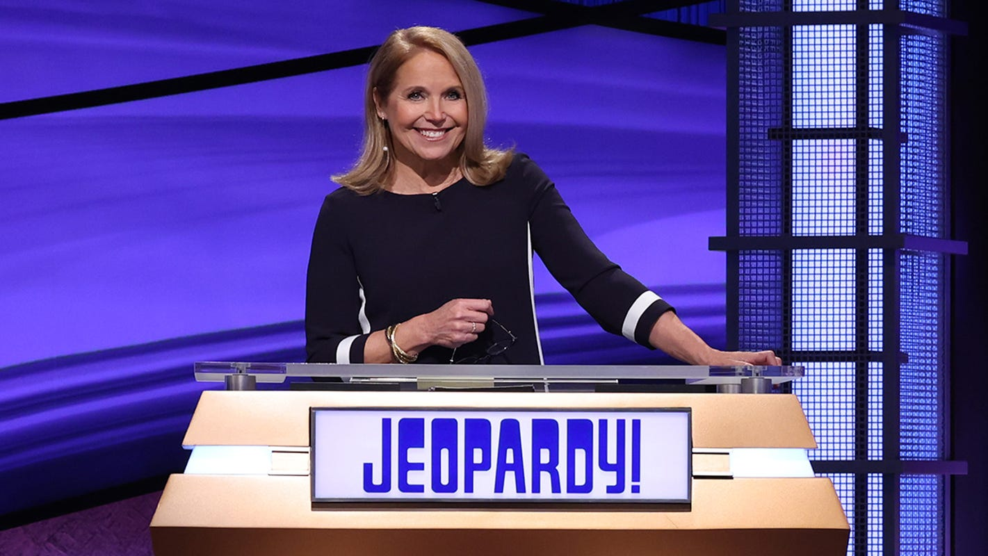 From 'painful' to 'comforting,' Katie Couric earns mixed reviews as 'Jeopardy' guest host - USA TODAY