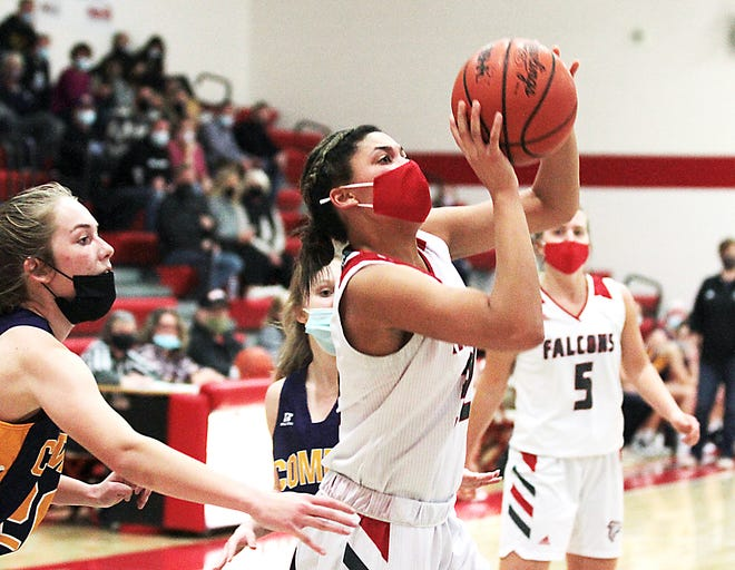 Hannah Outlaw rises for a jumper in a game during the 2020-21 season.