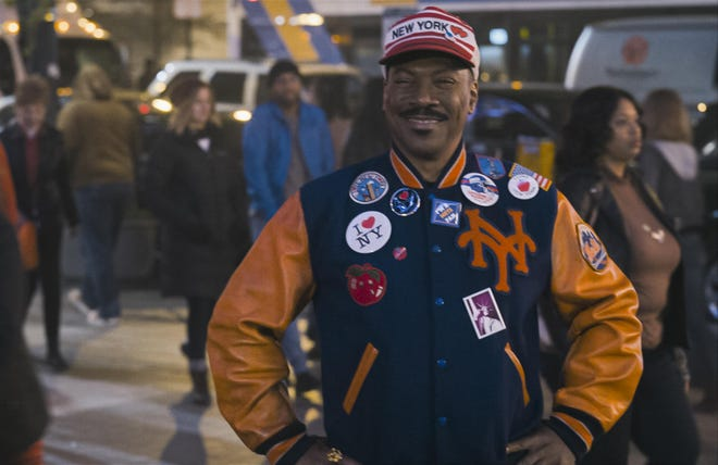 Prince Hakeem (Eddie Murphy) hopes to pass as an American in Queens.