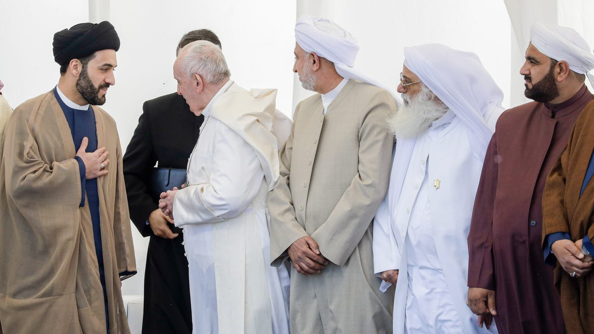 Pope, top Iraq Shiite cleric hold historic, symbolic meeting 3