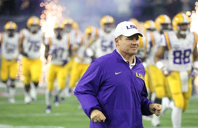 Miles coaching LSU in 2015.