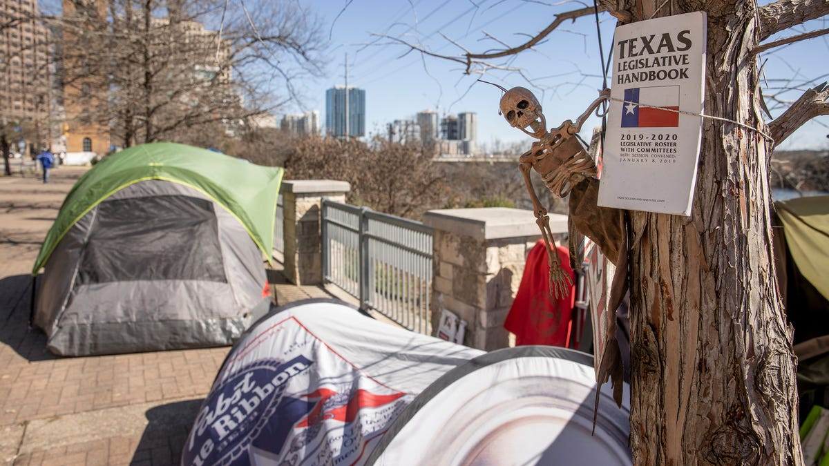 Austin's mayor pushes Travis County to help fund city's homelessness initiatives