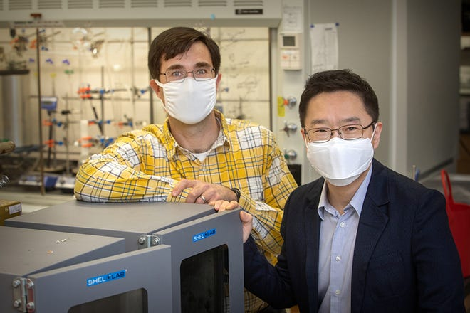 From left, FAMU-FSU College of Engineering associate professor Daniel Hallinan Jr. and FAMU-FSU College of Engineering assistant professor Hoyong Chung. Their research developed a way to use lignin, a compound in the cell walls of plants that makes them rigid, in the electrolytes of batteries.