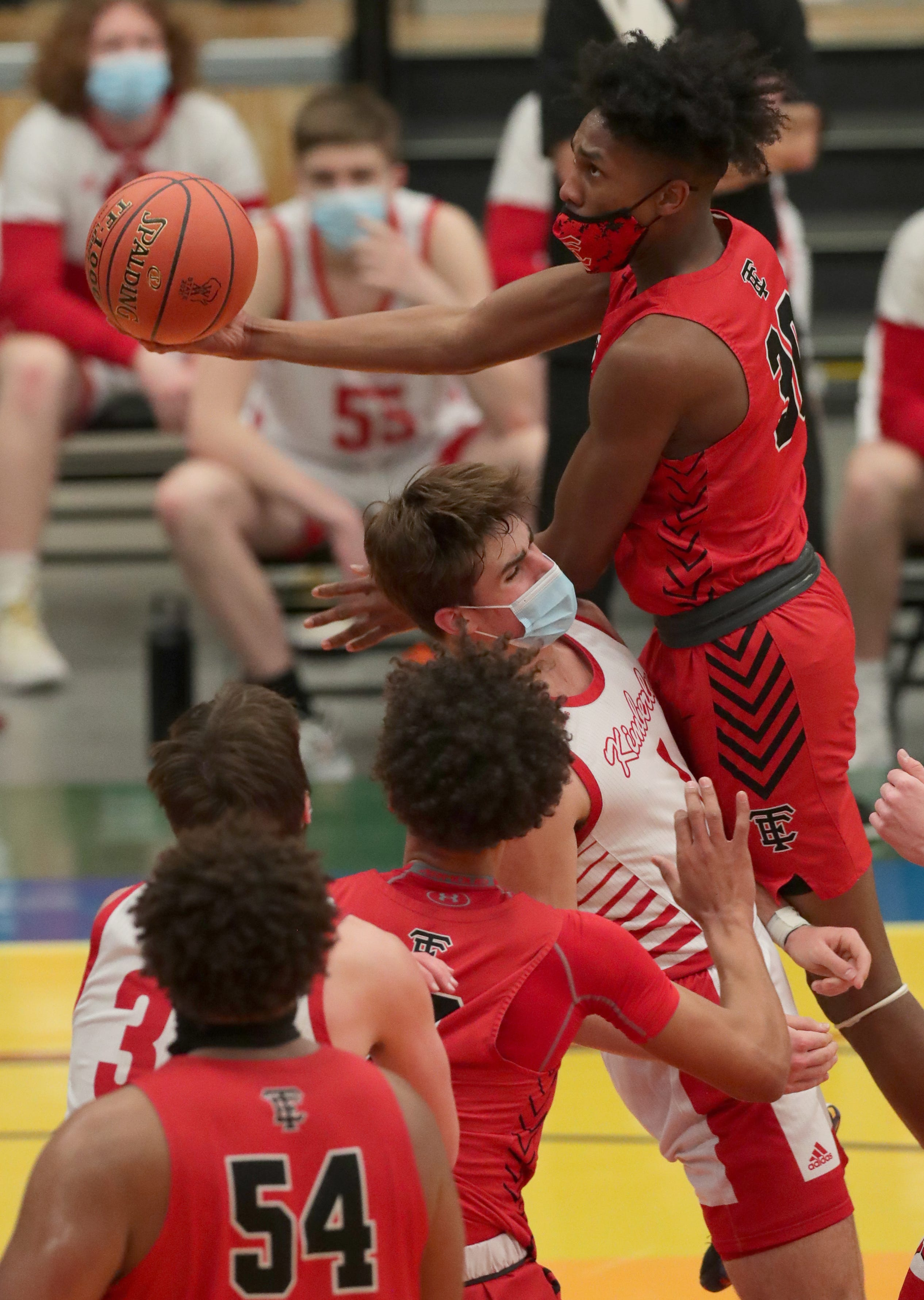 Watch how Wauwatosa East won the Division 1 state boys basketball title