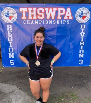 Elia Soliz earns second place at Regionals for powerlifting.