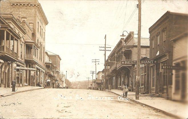 Main Street in Shawnee, Ohio, circa 1909