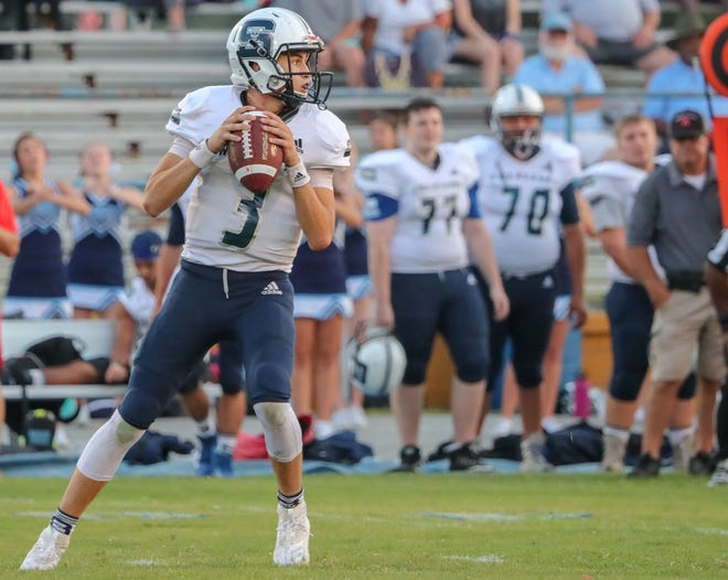 Swansboro's Damien Flores threw for 317 yards against Dixon on Friday night. [Tina Brooks / The Daily News]