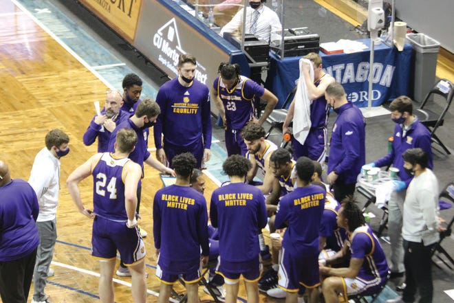 Western Illinois coach Rob Jeter talks to his team during a timeout in the quarterfinals of the Summit League Tournament.
