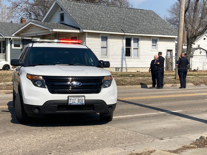 Springfield police investigate a shooting on Ash Street between Glenwood Avenue and State Street Monday afternoon. There was one minor injury. [Steven Spearie/The State Journal-Register]