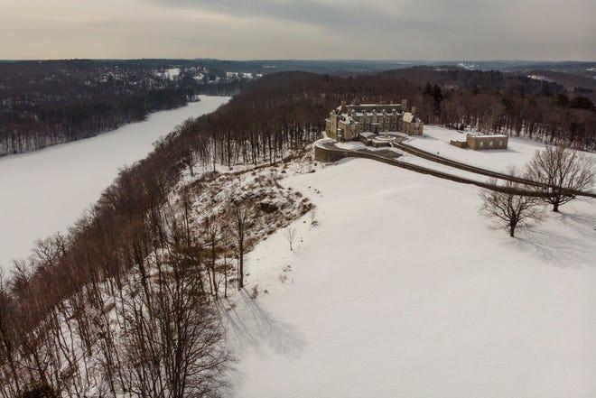 The Seven Springs, properti milik mantan Presiden AS Donald Trump, tertutup salju, Selasa, 23 Februari 2021, di Mount Kisco, NY. Estate, petak alam seluas 213 hektar yang mengelilingi mansion bergaya Georgia, adalah subjek investigasi dua negara bagian di New York.