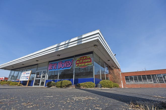 The former Spitzer Dodge dealership will be razed and a convenience store and gas station called Friendship Kitchen will take its place.