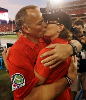 Georgia head coach Mark Richt kisses his wife Katharyn as they celebrate after their 44-41 win over LSU in an NCAA football game, Saturday, Sept. 28, 2013, in Athens, Ga.(AP Photo/John Bazemore)