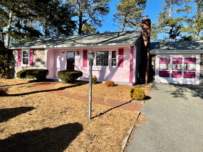 This two-bedroom home in South Yarmouth is spotless and ready to move into -- it even includes some furniture -- at an asking price of $349,000. Open houses will be held 11 a.m.  to 1 p.m. Saturday and Sunday. [SCOTT ZAINO/KELLER WILLIAMS REALTY]