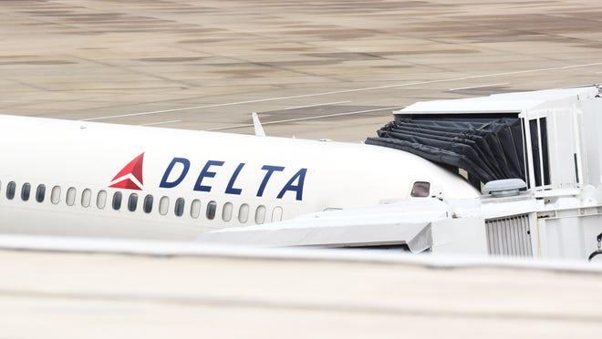Delta Air Lines is extending its service between Detroit and Sarasota-Bradenton International Airport through the summer.