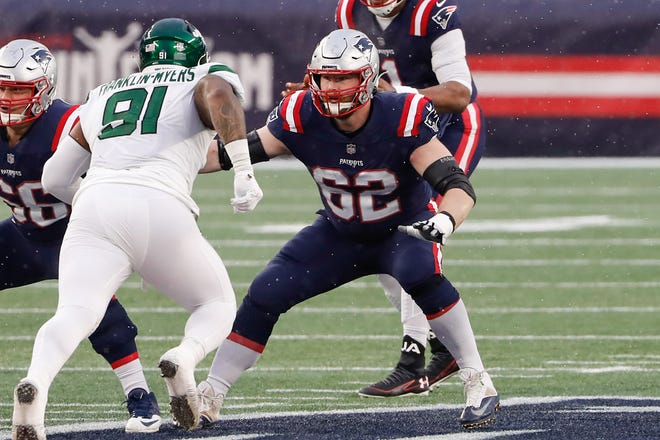 Patriots guard Joe Thuney (62) blocks against the Jets during the second half on Jan. 3 at Gillette Stadium.