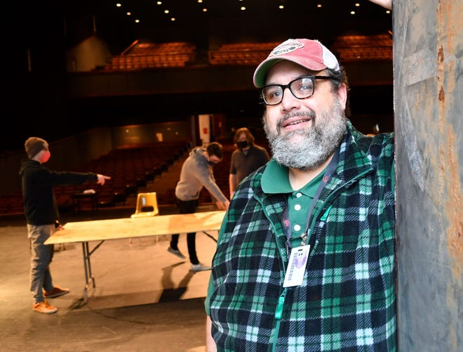 Matthew Huffman, Wallace Hall Fine Arts Center and theater instructor, has announced that full and half scholarships are available to Gadsden State Community College.