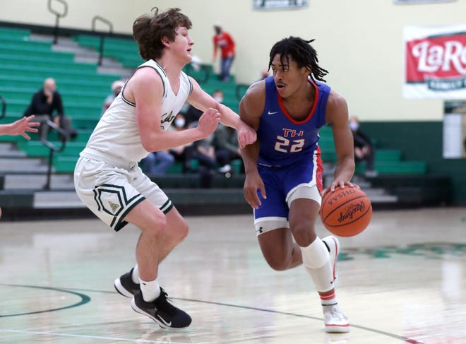 Omari Effiong was part of an eight-player senior class that helped Thomas go 18-5 overall and win the OCC-Cardinal championship at 10-0. He was named first-team all-league and honorable mention all-district.