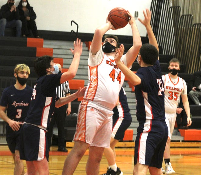 Wellsville's Tim Jones (44) puts up a shot in the paint over the Mynderse defense Monday night.
