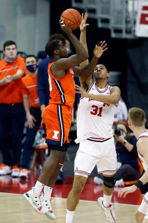 Illinois guard Da'Monte Williams, left, goes up for a shot against Ohio State forward Seth Towns during  Saturday's game in Columbus, Ohio.