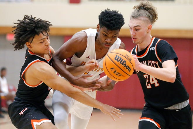 Putnam North's Josh Nwankwo goes between Putnam City's Kaden Davis, left, and David Orvis during a game on Jan. 7. [Bryan Terry/The Oklahoman]