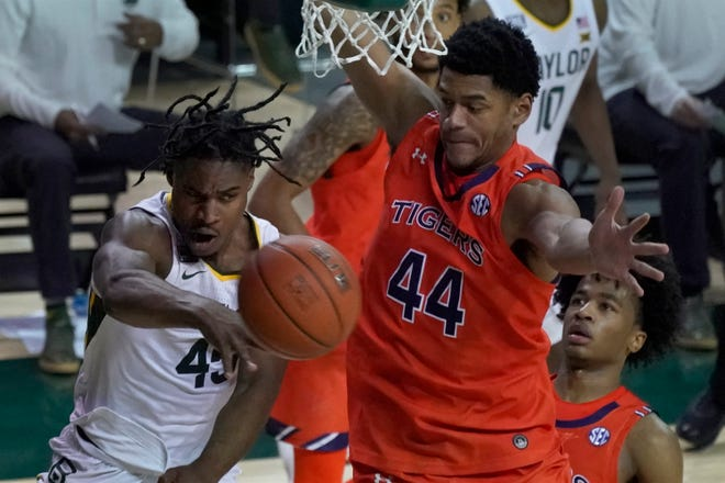 Baylor's Davion Mitchell (45) of Hinesville passes the ball as Auburn's Dylan Cardwell (44) defends on Jan. 30 in Waco, Texas.