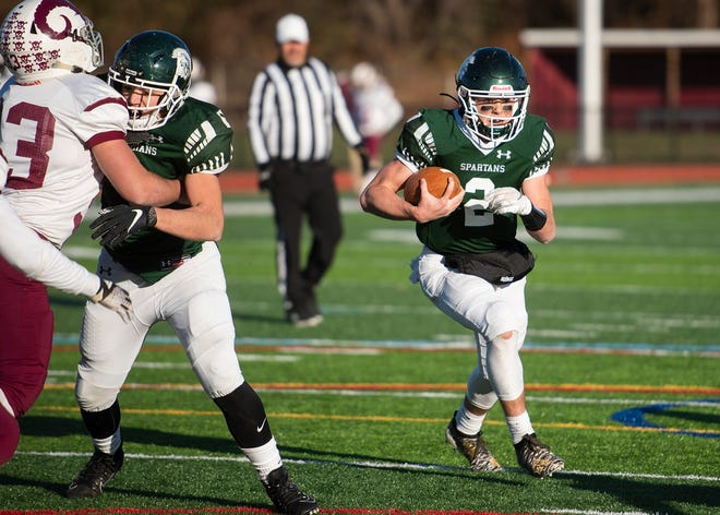 Oakmont's Colton Bosselait runs the ball during the Central Mass. Division 5 final against Northbridge in 2019.